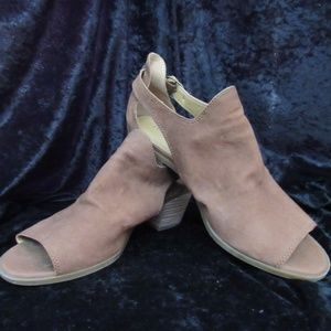 Lucky Brand Shoes - Lucky Brand Sling back   9M
